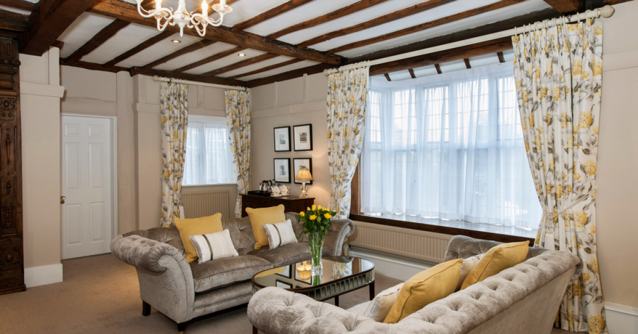 Mayfair Bridal Suite at The Manor, Elstree