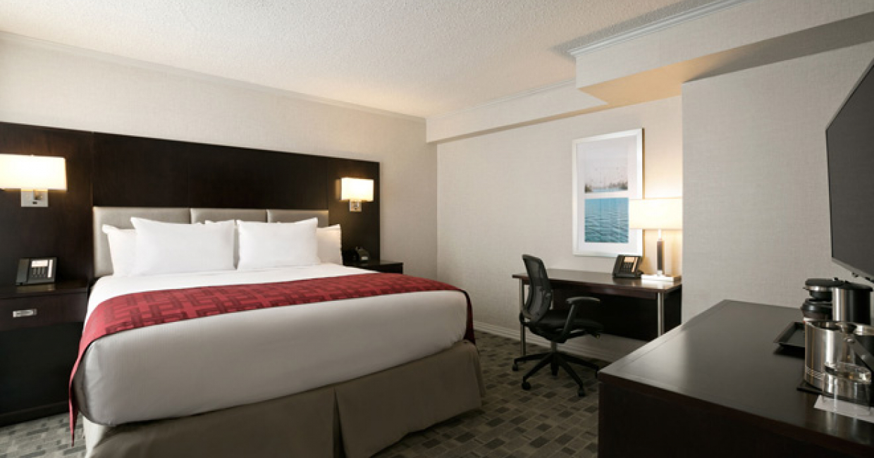 DoubleTree By Hilton Debuts In Downtown Toronto Hospitality - Tres grand lit design