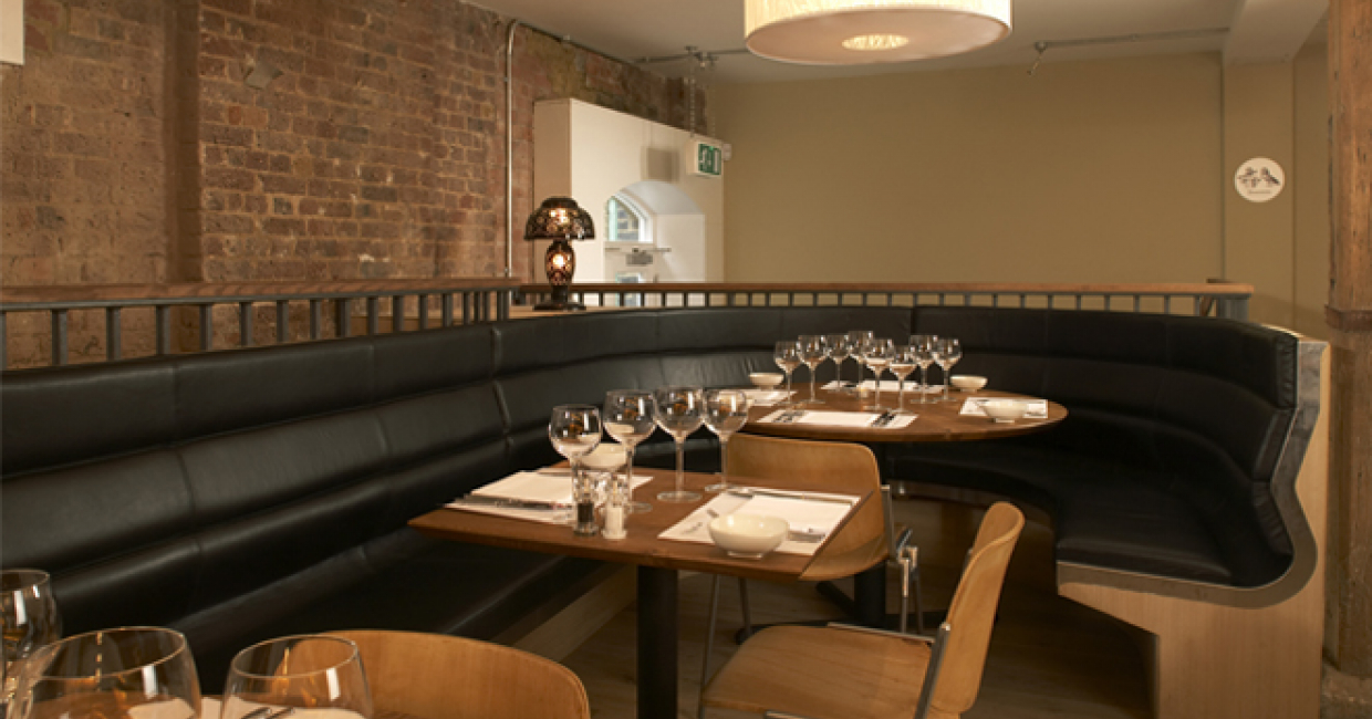 A display of curved banquette seating from Lyndon Design that is a popular choice throughout many busy restaurants. Not only does this seating create a striking design feature, it cleverly maximises the use of space to provide additional covers.