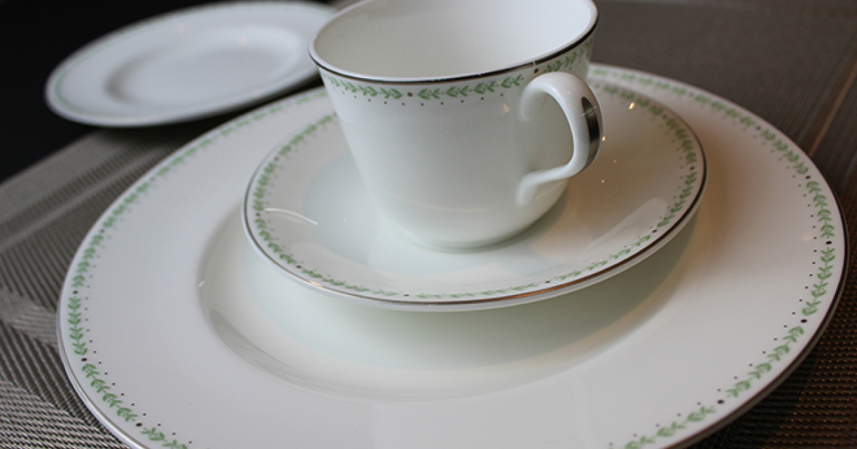 Proud manufacturer of English fine bone china tableware, Royal Crown Derby, has extended its reach into the hospitality market with a new partnership with iconic British tearoom and craft bakery, Bettys, based in Yorkshire, England.