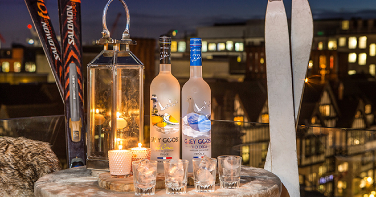 The Courthouse Hotel on Carnaby Street is once again transforming its rooftop space into a cosy après ski winter terrace, this year in partnership with Grey Goose Vodka